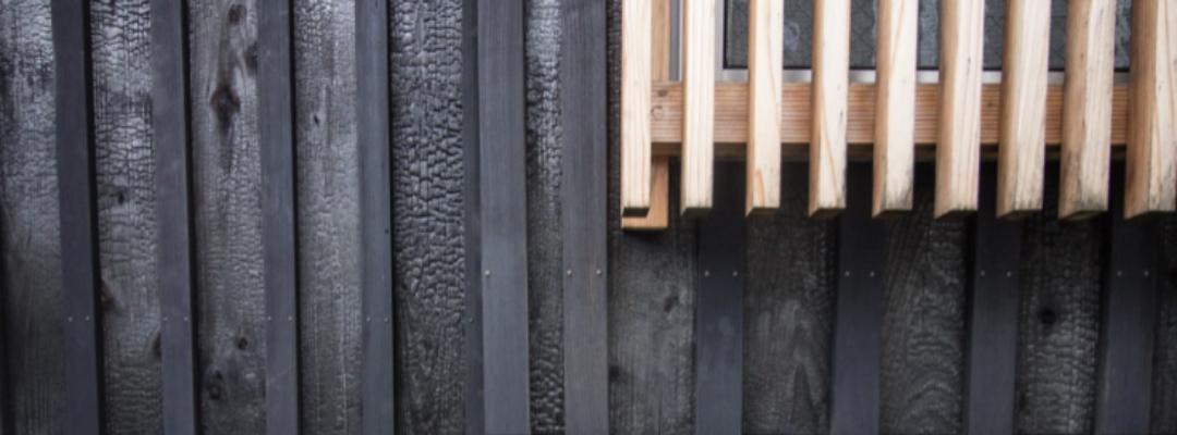 Bardage bois brûlé et bois naturel